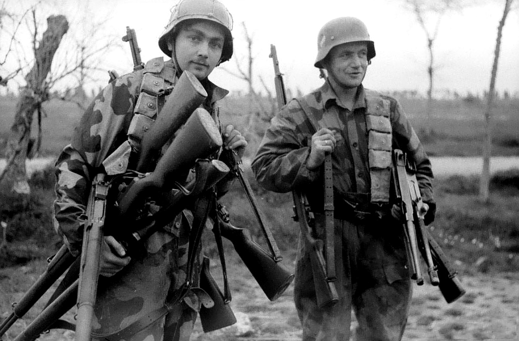 German Soldiers with captured US weapons, Thompson M-1928 and M-1, Springfield M-1903 and US M-1 Rifles