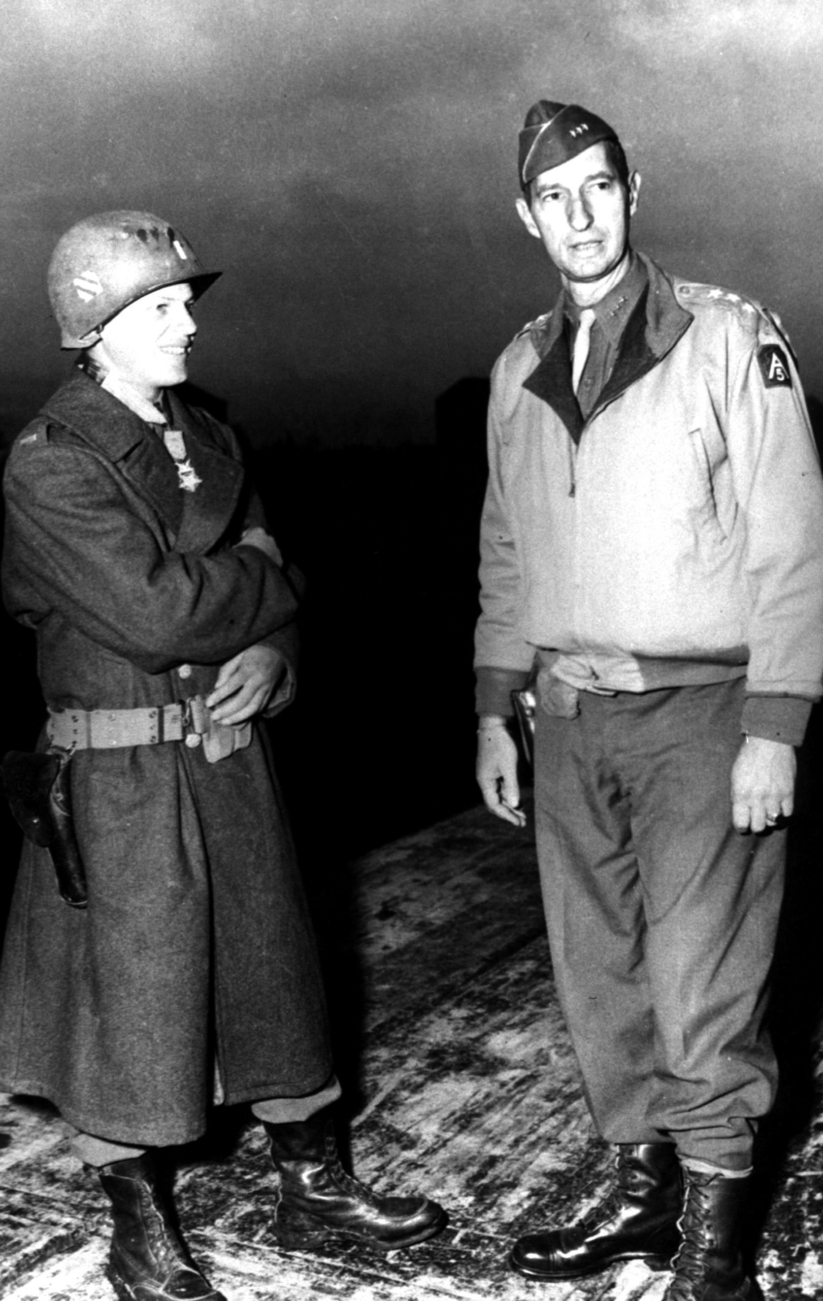 Lt David C. Waybur (Peidmont, Cal) 3rd Recon Troop, 3rd Infantry Division chats with Gen Mark W. Clark, CG US 5-A, who presented him with the Congressional Medal of Honor for his conspicuous gallantry under fire, Baia e Latina, Italy, Nov 29, 1943