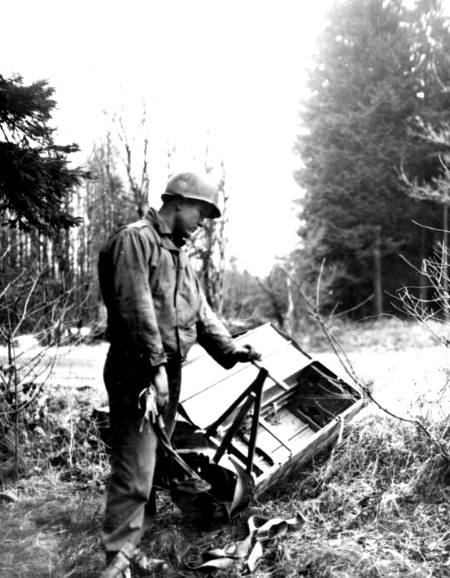 German Aerial Delivery Container for Fallschirmjaegher - 1944 (Jalhay)(EUCMH)