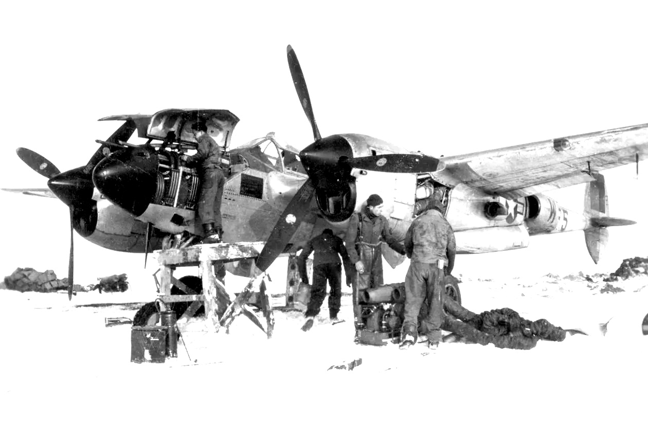 Army-Air-Force-P-38 in the harsch conditions during the winter 1944