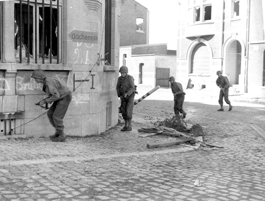 Battice, Belgium 16/1-ID Soldiers on way to Aachen